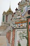 Διακόσμηση κινηματογραφήσεων σε πρώτο πλάνο σε Wat Arun, Μπανγκόκ, Ταϊλάνδη Στοκ Φωτογραφία