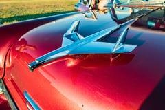 Διακόσμηση κουκουλών σε κλασικό αμερικανικό Chevrolet Στοκ εικόνα με δικαίωμα ελεύθερης χρήσης