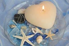 Διακόσμηση λουτρών με το κερί και τα κοχύλια Στοκ εικόνα με δικαίωμα ελεύθερης χρήσης