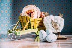 Διακόσμηση Πάσχας με τα χρώματα κρητιδογραφιών Στοκ φωτογραφία με δικαίωμα ελεύθερης χρήσης
