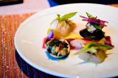 Διακόσμηση πιάτων, το σύνολο γευμάτων πιάτων Στοκ φωτογραφίες με δικαίωμα ελεύθερης χρήσης