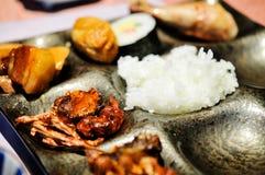 Διακόσμηση πιάτων, το σύνολο γευμάτων πιάτων Στοκ Φωτογραφίες