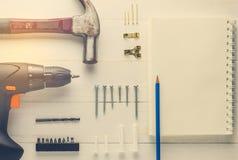 Διακόσμηση σπιτιών DIY στην κενή σελίδα σημειωματάριων Στοκ Φωτογραφία
