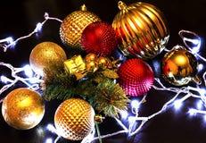 Διακόσμηση, σφαίρες, φω'τα στο νέο έτος, Χριστούγεννα Στοκ Φωτογραφία