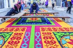 Διακόσμηση του βαμμένου παραχωρήσώνταυ πριονίδι τάπητα πομπής, Αντίγκουα, Γουατεμάλα στοκ φωτογραφία με δικαίωμα ελεύθερης χρήσης