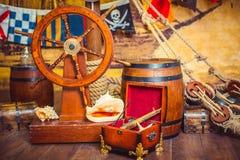 Διακόσμηση του δωματίου σε ένα ύφος πειρατών, με ένα τιμόνι Στοκ Εικόνες