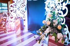 Διακόσμηση των λουλουδιών στη δεξίωση γάμου, floral διακόσμηση Στοκ φωτογραφία με δικαίωμα ελεύθερης χρήσης