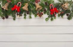 Διακόσμηση Χριστουγέννων, διακοσμήσεις και υπόβαθρο πλαισίων γιρλαντών Στοκ Εικόνες