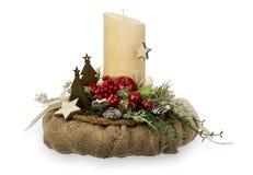 Διακόσμηση Χριστουγέννων - η σύνθεση Χριστουγέννων έκανε τα κεριά και τα διακοσμητικά εξαρτήματα Χριστουγέννων που απομονώθηκαν α Στοκ Εικόνες