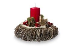 Διακόσμηση Χριστουγέννων - η σύνθεση Χριστουγέννων έκανε το στεφάνι, τα κεριά και τα διακοσμητικά εξαρτήματα Χριστουγέννων που απ Στοκ Εικόνες