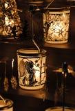 Διακόσμηση Χριστουγέννων - κηροπήγιο μετάλλων με τους αγγέλους και το αγγελικό ιπποδρόμιο Στοκ εικόνα με δικαίωμα ελεύθερης χρήσης