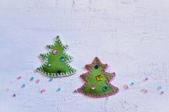 Διακόσμηση Χριστουγέννων με τα αισθητά χριστουγεννιάτικα δέντρα Στοκ Φωτογραφίες