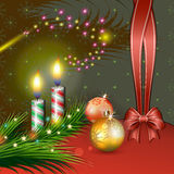 Διακόσμηση Χριστουγέννων με τα κεριά και το τόξο Στοκ Φωτογραφία