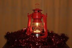 Διακόσμηση Χριστουγέννων με το διακοσμητικό λαμπτήρα στοκ εικόνα