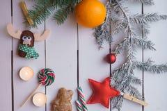 Διακόσμηση Χριστουγέννων με το κάψιμο του κεριού Στοκ φωτογραφία με δικαίωμα ελεύθερης χρήσης