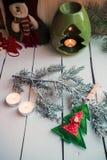 Διακόσμηση Χριστουγέννων με το κάψιμο των κεριών Στοκ φωτογραφία με δικαίωμα ελεύθερης χρήσης