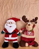 Διακόσμηση Χριστουγέννων πέρα από ένα υπόβαθρο εγγράφου του Κραφτ στοκ εικόνες