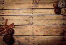 Διακόσμηση Χριστουγέννων πέρα από την ξύλινη ανασκόπηση Διακοσμήσεις πέρα από Wo Στοκ Εικόνα