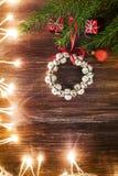 Διακόσμηση Χριστουγέννων πέρα από την ξύλινη ανασκόπηση Στοκ Εικόνα