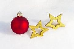 Διακόσμηση Χριστουγέννων που βάζει στο χιόνι 7 στοκ εικόνα με δικαίωμα ελεύθερης χρήσης