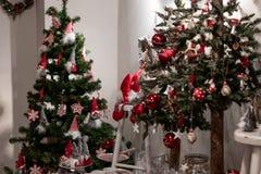 Διακόσμηση Χριστουγέννων σε ένα γραφείο σε μια αγορά Χριστουγέννων Χαρούμενα Χριστούγεννα, ξύλινο decotration  στοκ φωτογραφίες