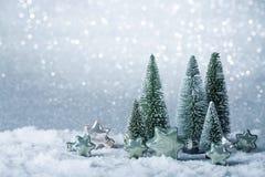 Διακόσμηση Χριστουγέννων σε ένα υπόβαθρο σπινθηρίσματος Στοκ εικόνα με δικαίωμα ελεύθερης χρήσης