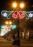 Διακόσμηση Χριστουγέννων σε μια οδό σε μια μικρή πόλη στοκ φωτογραφία