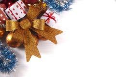 Διακόσμηση Χριστουγέννων στην άσπρη ανασκόπηση στοκ εικόνες