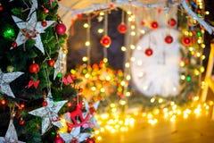 Διακόσμηση Χριστουγέννων στην αφηρημένη ανασκόπηση Στοκ φωτογραφία με δικαίωμα ελεύθερης χρήσης