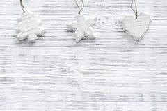 Διακόσμηση Χριστουγέννων στην γκρίζα ξύλινη τοπ άποψη υποβάθρου copyspace Στοκ φωτογραφίες με δικαίωμα ελεύθερης χρήσης