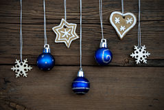 Διακόσμηση Χριστουγέννων στην ξύλινη ανασκόπηση Στοκ Εικόνες