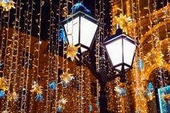 Διακόσμηση Χριστουγέννων στην οδό πόλεων στοκ εικόνα με δικαίωμα ελεύθερης χρήσης