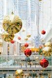 Διακόσμηση Χριστουγέννων στη λεωφόρο Στοκ φωτογραφία με δικαίωμα ελεύθερης χρήσης