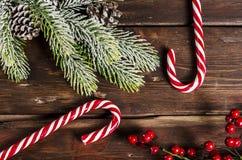 Διακόσμηση Χριστουγέννων στους ξύλινους πίνακες Στοκ Εικόνες