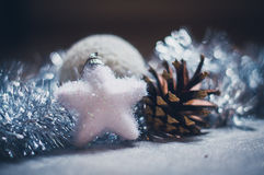 Διακόσμηση Χριστουγέννων στο ασήμι Στοκ φωτογραφία με δικαίωμα ελεύθερης χρήσης