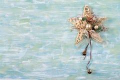 Διακόσμηση Χριστουγέννων στο δάσος στοκ εικόνα με δικαίωμα ελεύθερης χρήσης