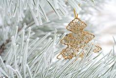 Διακόσμηση Χριστουγέννων στο δέντρο έλατου Στοκ εικόνες με δικαίωμα ελεύθερης χρήσης
