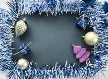 Διακόσμηση Χριστουγέννων στο εκλεκτής ποιότητας ύφος Το επίπεδο Χριστουγέννων βάζει την τονισμένη φωτογραφία Στοκ Εικόνες