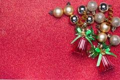 Διακόσμηση Χριστουγέννων στο κόκκινο υπόβαθρο Στοκ Φωτογραφίες