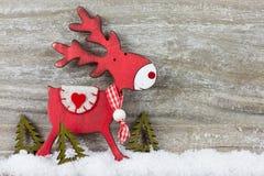 Διακόσμηση Χριστουγέννων στο ξύλινο υπόβαθρο στοκ εικόνες