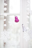 Διακόσμηση Χριστουγέννων στο παράθυρο Στοκ Εικόνα