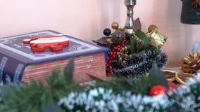 Διακόσμηση Χριστουγέννων στο χριστουγεννιάτικο δέντρο φιλμ μικρού μήκους