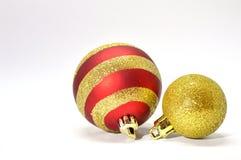 Διακόσμηση Χριστουγέννων - σφαίρες κόκκινες και χρυσές Στοκ φωτογραφίες με δικαίωμα ελεύθερης χρήσης