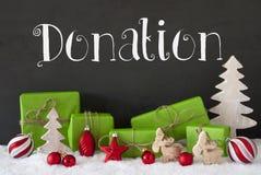 Διακόσμηση Χριστουγέννων, τσιμέντο, δωρεά κειμένων, χιόνι Στοκ φωτογραφίες με δικαίωμα ελεύθερης χρήσης