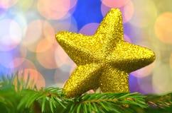 Διακόσμηση Χριστουγέννων, χρυσό αστέρι μπροκάρ Στοκ φωτογραφία με δικαίωμα ελεύθερης χρήσης