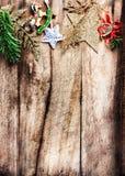 Διακόσμηση Χριστουγέννων ως σύνορα με το copyspace στην ξύλινη παλαιά ΤΣΕ Στοκ εικόνες με δικαίωμα ελεύθερης χρήσης