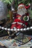 Διακόσμηση Χριστουγέννων Santa με τα ευρο- τραπεζογραμμάτια στοκ φωτογραφία με δικαίωμα ελεύθερης χρήσης