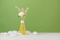Διακόσμηση SPA Σύνθεση SPA με aromatherapy πέρα από πράσινο Στοκ Εικόνες