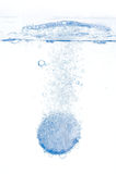 διαλύοντας αφρώδες ύδωρ &ta Στοκ Εικόνες