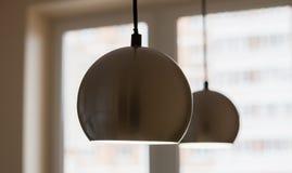 Διαμέρισμα-επισκευή Σφαιροειδής δωματίων και λαμπτήρων χρώμιο-που καλύπτεται στοκ φωτογραφία με δικαίωμα ελεύθερης χρήσης